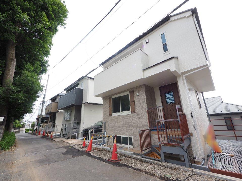 新築戸建 京王線「飛田給」駅徒歩7分・ゼロエネルギー住宅・全室2面採光で陽あたりも眺望も良好・リビングイン階段 イメージ